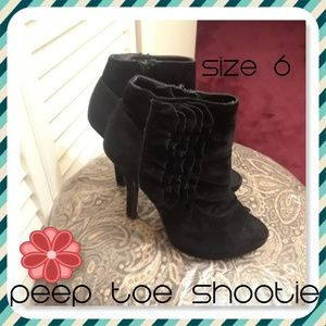 Shoes - NWOT - Ruffled peep toe booties